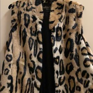 Jackets & Blazers - Feaux Fur leopard vest